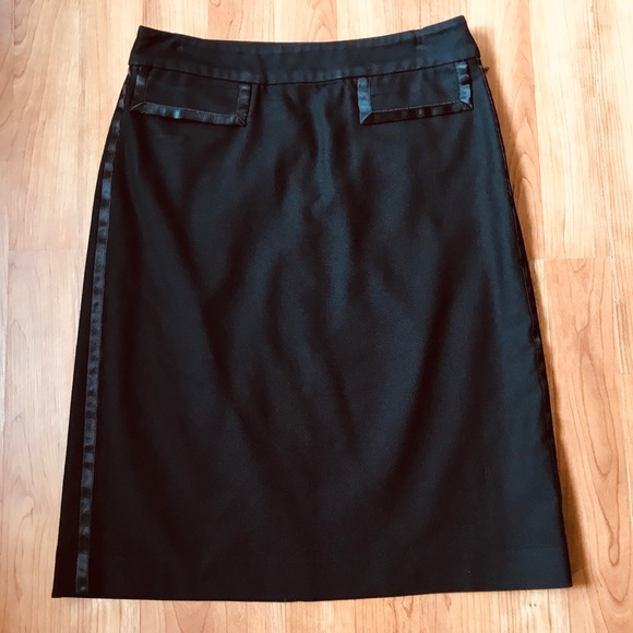 Banana Republic Dresses & Skirts - Banana Republic black skirt Sz 0
